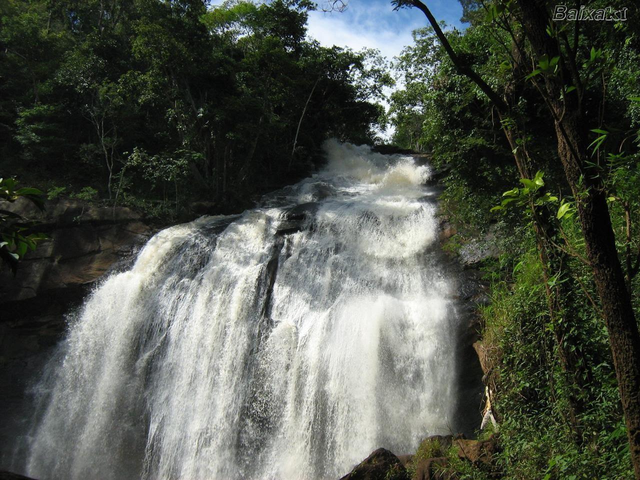 Seja uma fonte de Vida, como essa cachoeira.