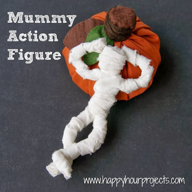 Momia articulada para Halloween en Recicla Inventa