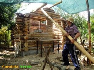 """CONSTRUÇÃO DE UMA  """"LOG CABIN"""" (cabana de troncos)"""