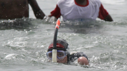 Atlet Perancis Berenang Dari Papua Nugini Ke Papua Tanpa Tangan Dan Kaki [ www.BlogApaAja.com ]