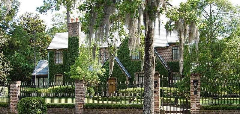 The Facade Of This House In Savannah Is Nearly Completely Covered In Ivy,  And Feels As If It Has Been There For Centuries.
