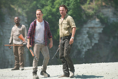 Lennie James (Morgan Jones), Ethan Embry  (Carter) y Andrew Lincoln (Rick Grimes)