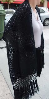 Echarpe de lana negra tejido a crochet