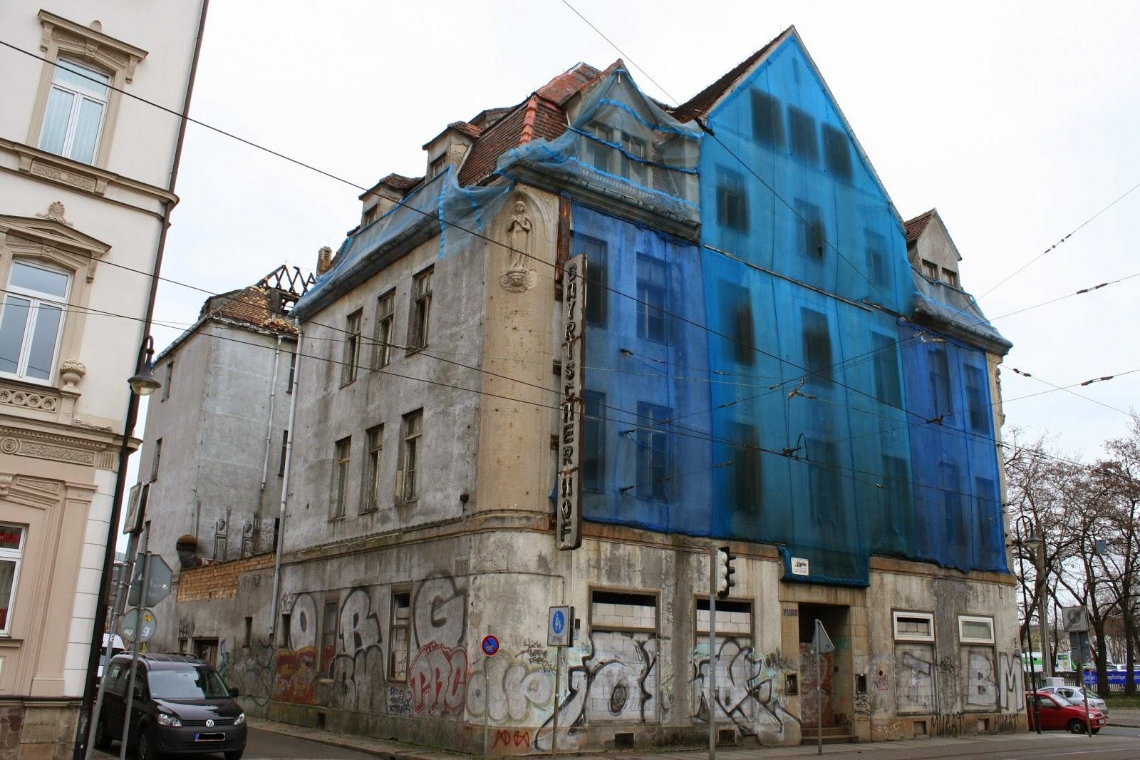 Bis zum Ende der DDR war im 1888 erbauten Gebäude das Hotel beheimatet - seitdem verfällt es zusehends