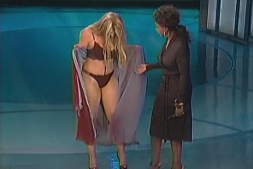 Kirstie Alley Bikini Image