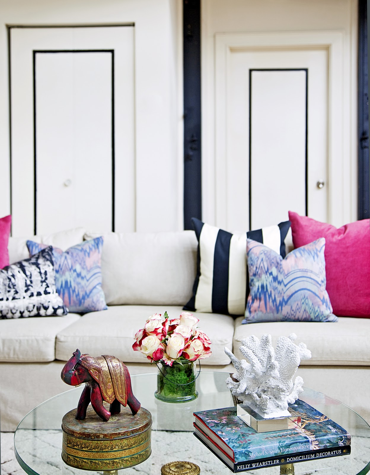 Slipcovered+sofa++colorful+pillows+design+manifest+living+room