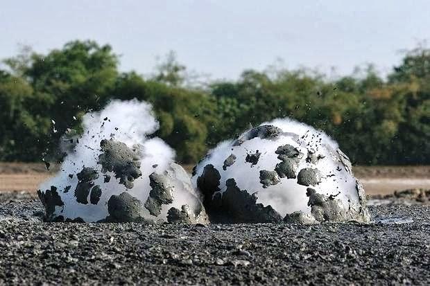 6 صور بركان الطين في اندونسيا او بحيرات الطين المتفجرة