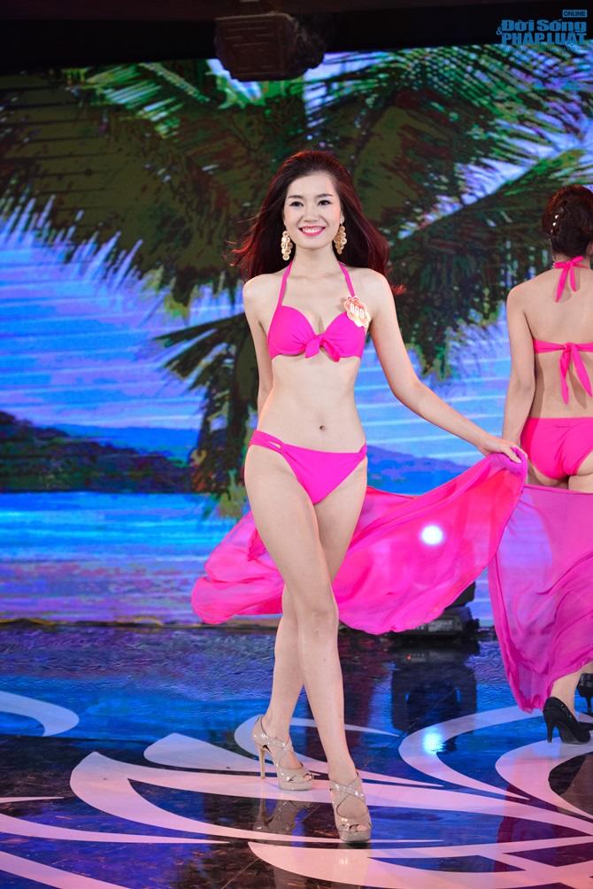 Ảnh gái xinh Hoa hậu miền bắc 2014 với bikini 10