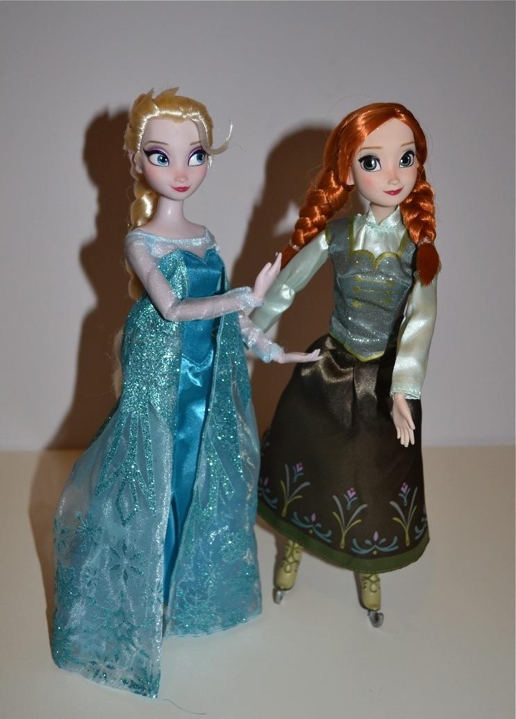 Ice Skating Anna and Elsa
