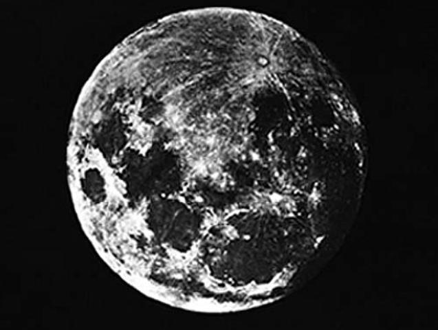 36 Amazing Historical Pictures. #9 Is Unbelievable - First photograph of the moon by Louis Daguerre (1839)