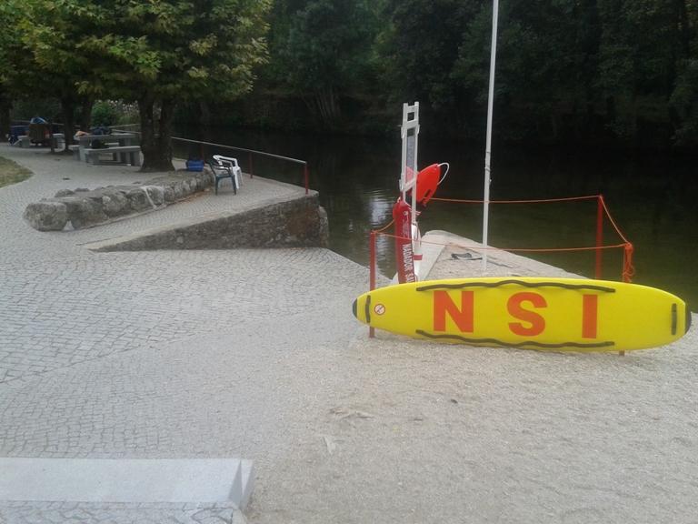 Rampa acesso á água para discapacitados