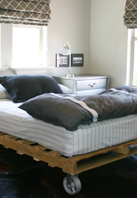 me and jilly a simple pallet bed