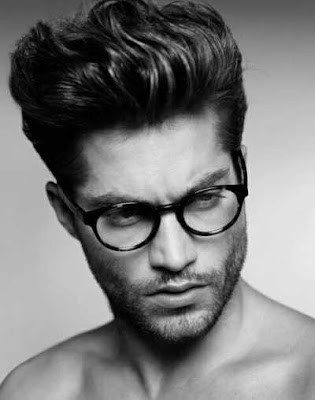 gaya rambut sleek pompadour pria_326548