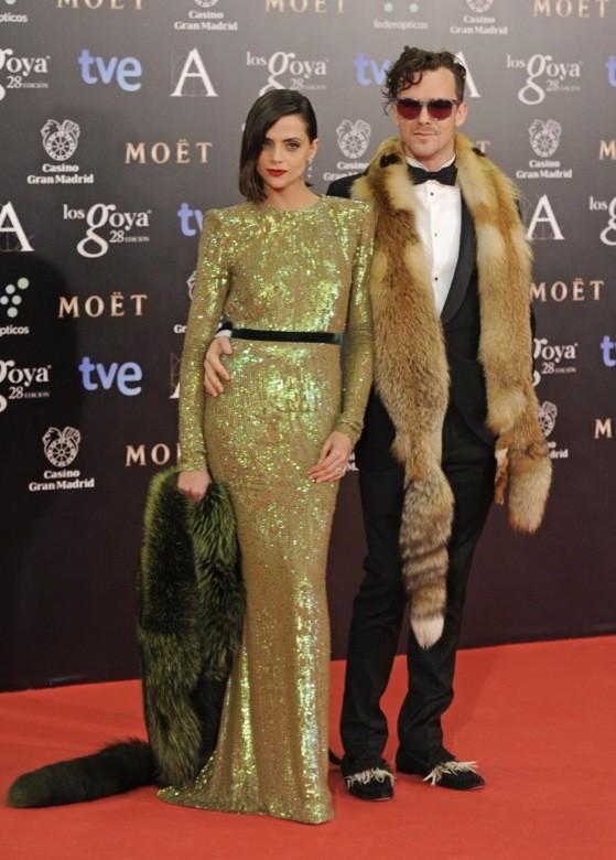 Macarena Gómez y marido con estola Goyas 2014