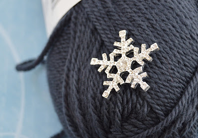 future gray snow flake button band hat https://www.etsy.com/shop/JeannieGrayKnits