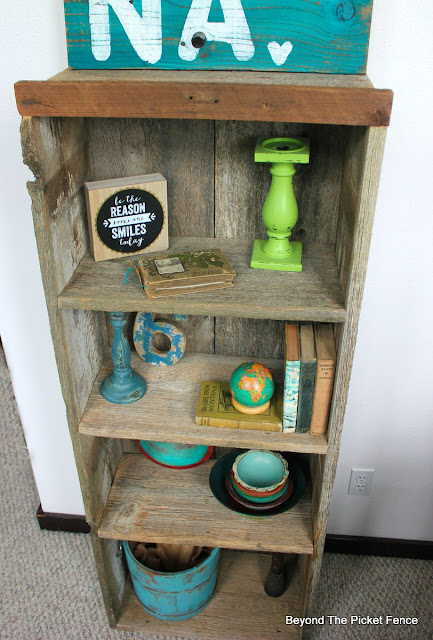 reclaimed wood, beyond the picket fence, shelf, build it, diy, http://bec4-beyondthepicketfence.blogspot.com/2015/07/project-challenge-reclaimed-wood.html