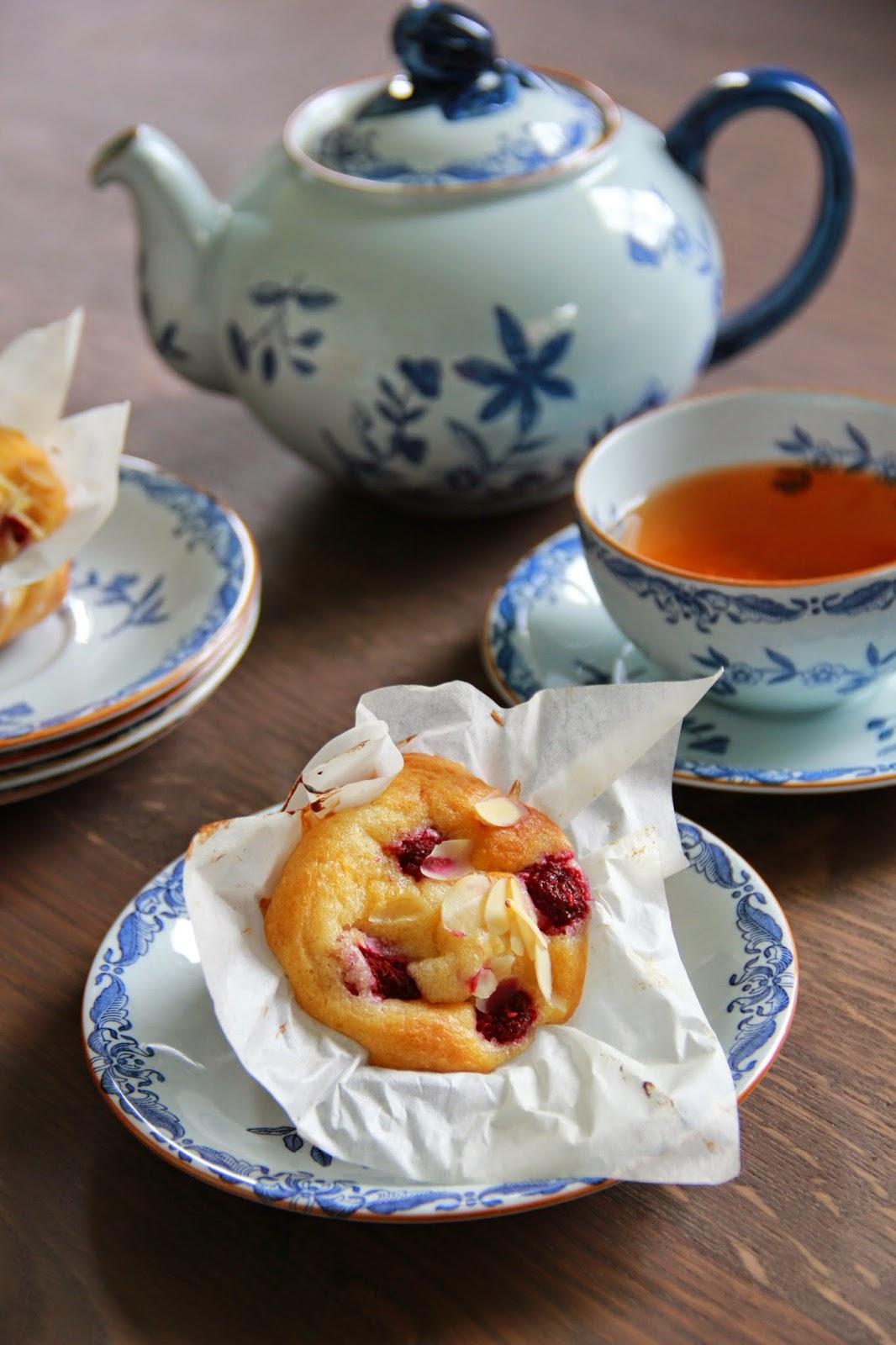 Yoghurt muffins met frambozen & amandelen - www.desmaakvancecile.com