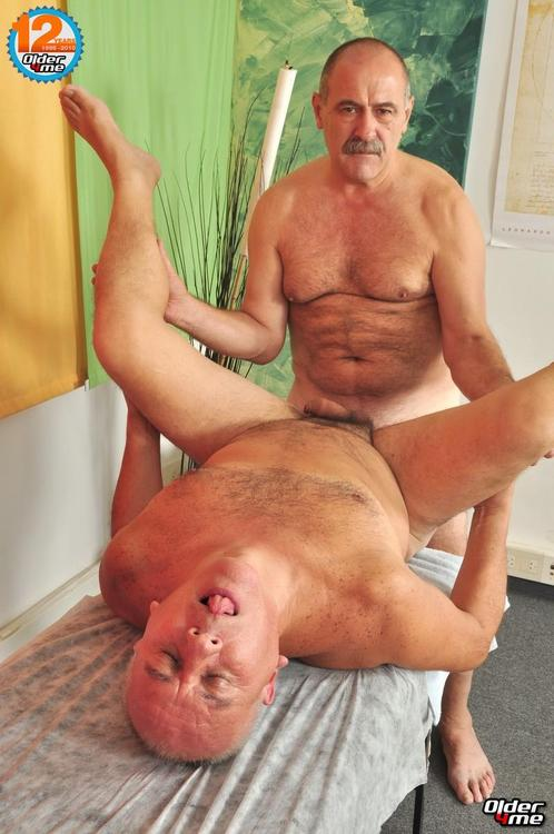 Gay Mature Silverdaddy