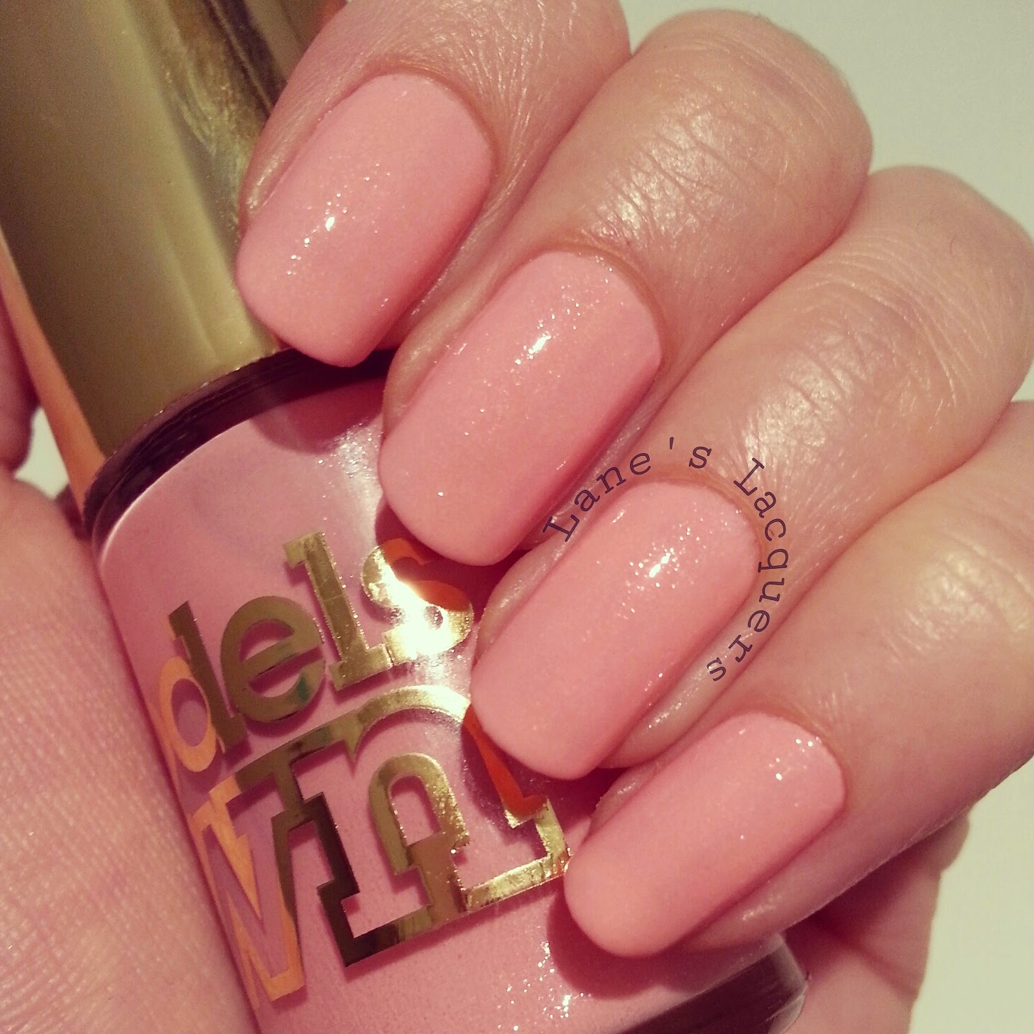 new-models-own-luxe-collection-princess-pink-swatch-nails
