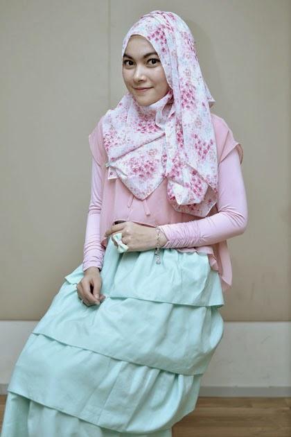 Hijab Style Bermotif Menutupi Dada