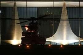 Helicóptero que leva Dilma solta labaredas antes de decolar