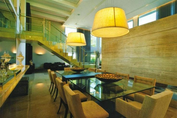 sala de jantar com pendentes duplos