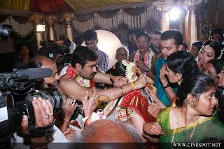 http://3.bp.blogspot.com/-WpXUAn9ya3Y/T6zI1cxqelI/AAAAAAAAGHc/Zyj1X2YyJ4s/s320/sneha+and+prasanna+wedding+Stills+_6_.jpg