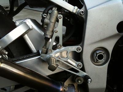 GSX-R1000 '02のバックステップ装着後。ブレーキ側