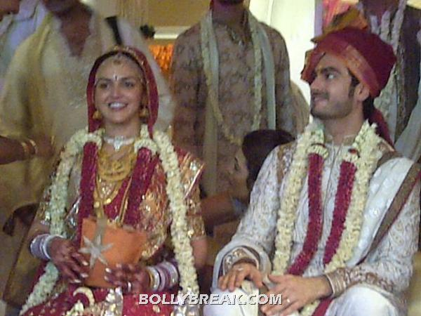 Esha deol looks beautiful in a red, orange and gold designer outfit. Bharat is a perfect match. -  Esha Deol & Bharat Takhtani Wedding Pics
