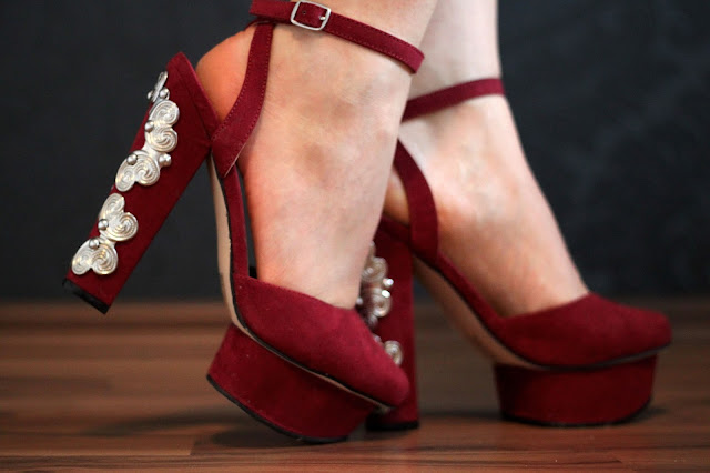 Nelly, nelly.com, platform heels, metal detail on the heels, burgundy, high heels tour,