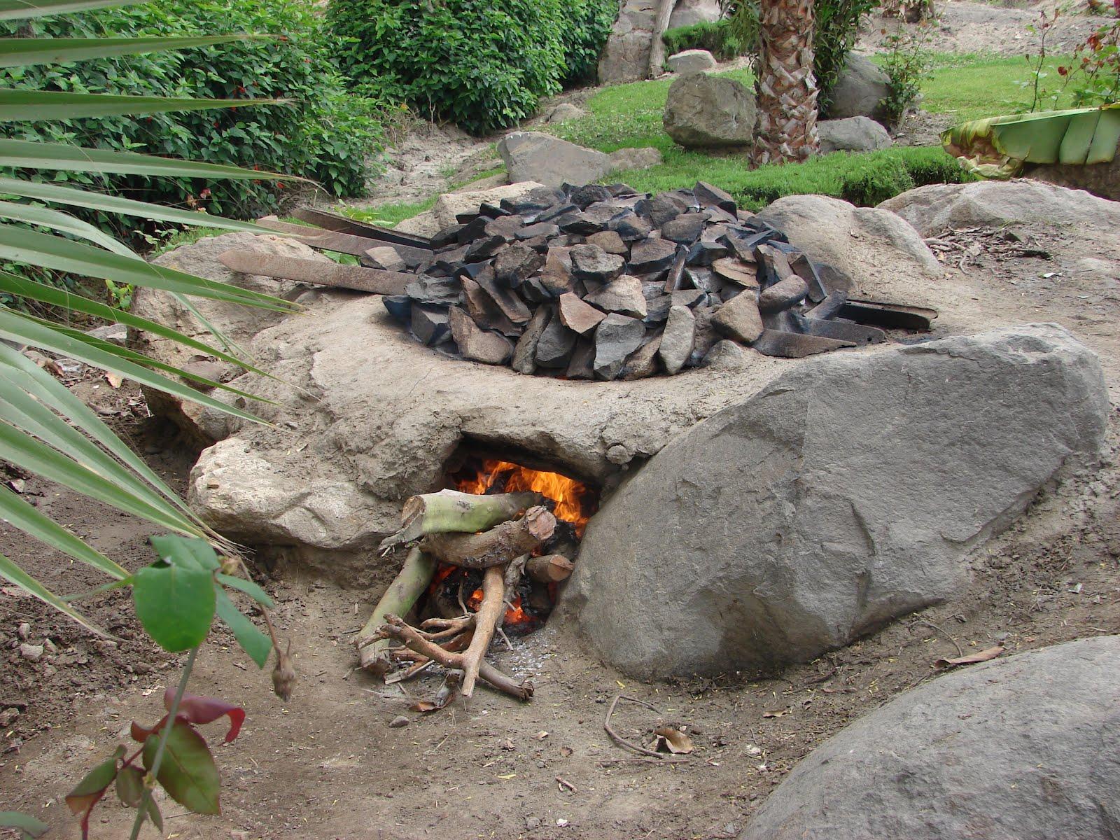 Preparando Horno  para PACHAMANCA bajo tierra Surf Camp Shambala Santa Rita-Peru