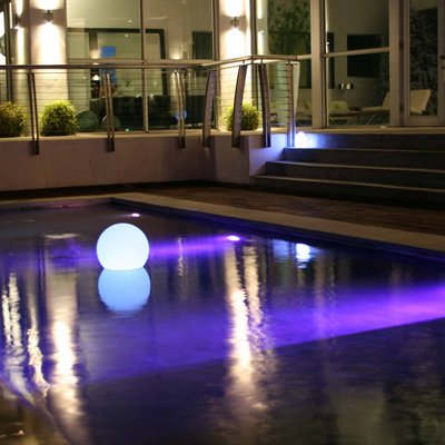 Luces para piscinas minimalistas 2015 for Luces led piscina