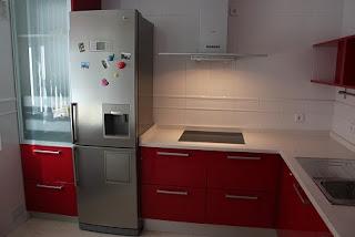 Dise o y decoraci n de cocinas febrero 2011 - Colgar microondas cocina ...