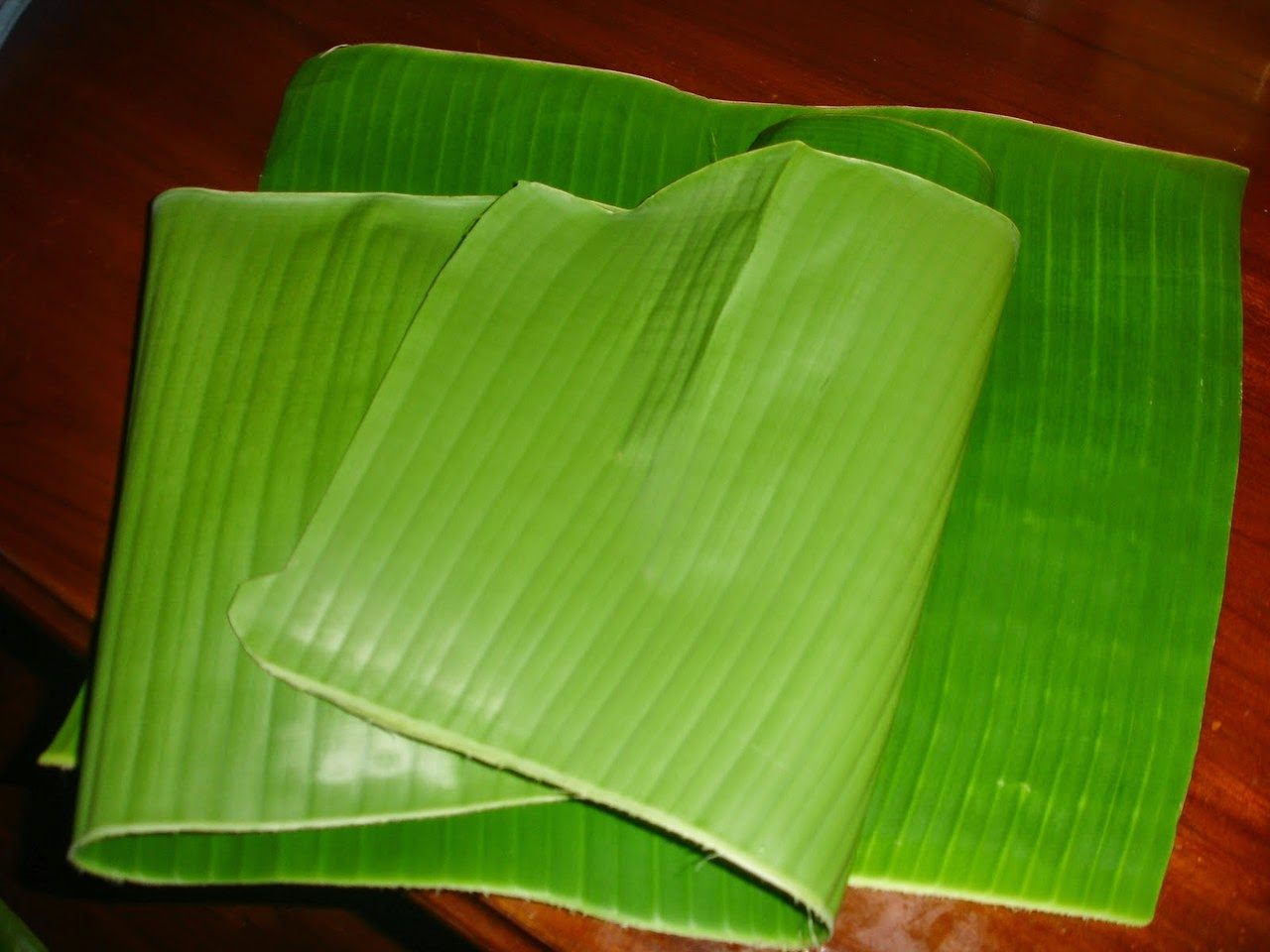 banana leaf To thin their roti canai flatbreads, the chefs at banana leaf toss and tug circles of dough on a thatch-roofed counter in the restaurant's semi-open kitchen when the disks are ready, they lay them on a hot griddle before serving the.