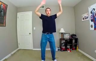 se graba bailando 100 dias una canción en su habitación