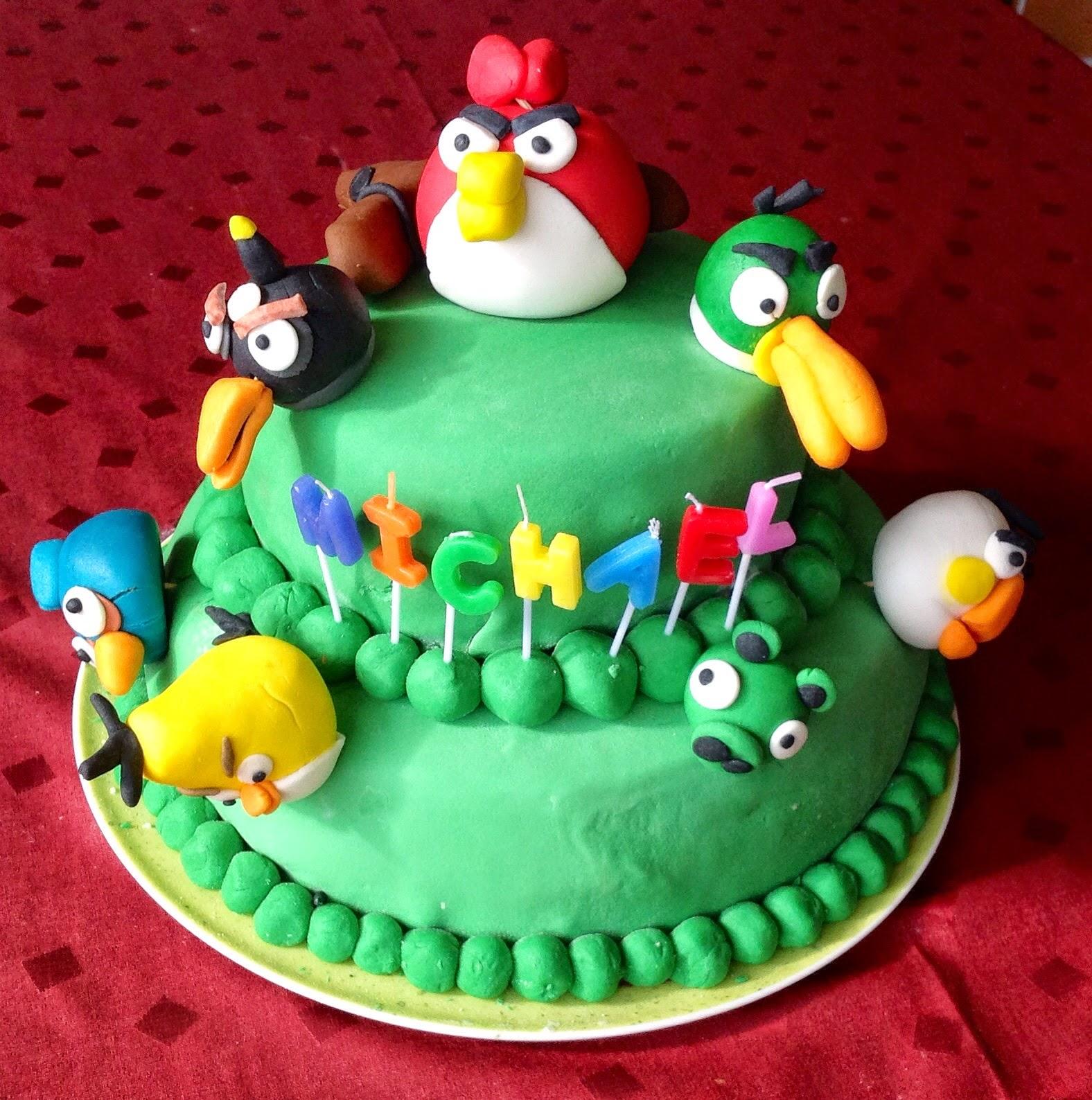 la torta angry birds e il pan di spagna buonissimo!
