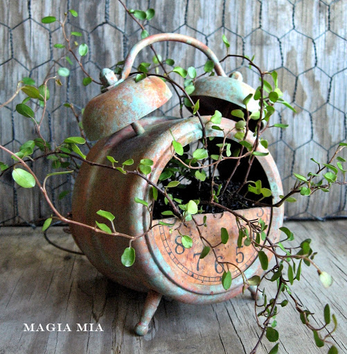 Wildly cool rustic alarm clock planter - Magia Mia featured on I Love That Junk