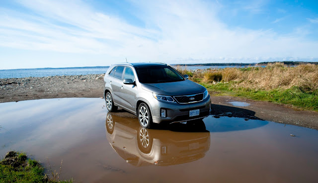 2014 Kia Sorento SX puddle reflections