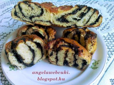 Mákos csokoládés csigák, kelt tésztás sütemény, amit elkészíthetünk muffin sütőben és tepsiben is, virágot formázva.