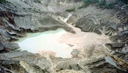 Gunung Tangkuban perahu : Wisata alam di bandung utara yang mempesona