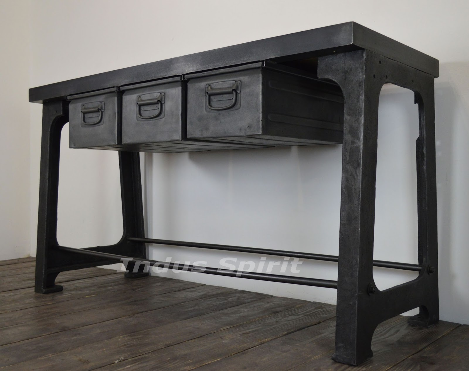 console industrielle. Black Bedroom Furniture Sets. Home Design Ideas