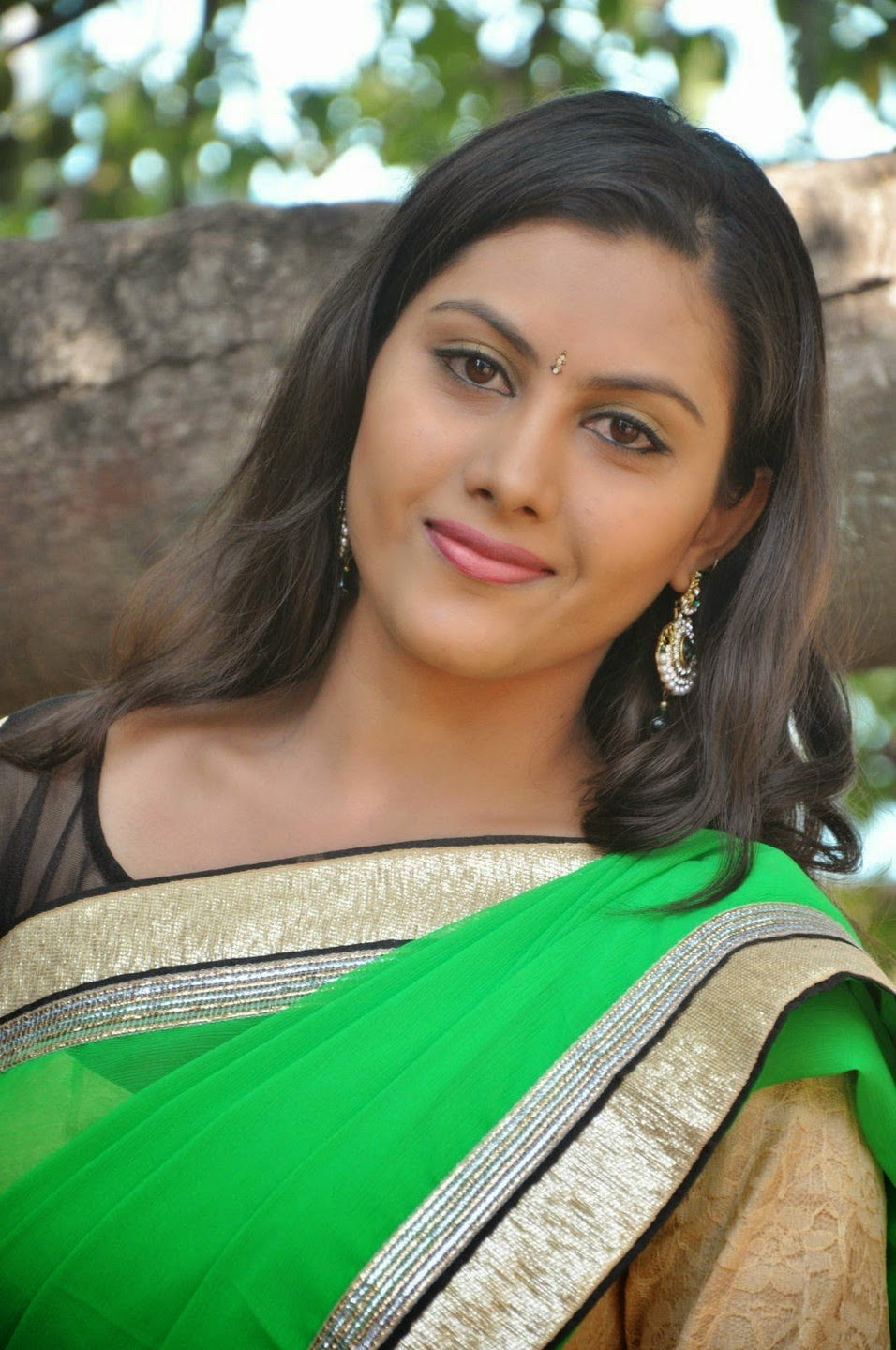 imagetwist.com имг imagesize:956x1440 @ South Actress Priyanka Latest Stills In saree
