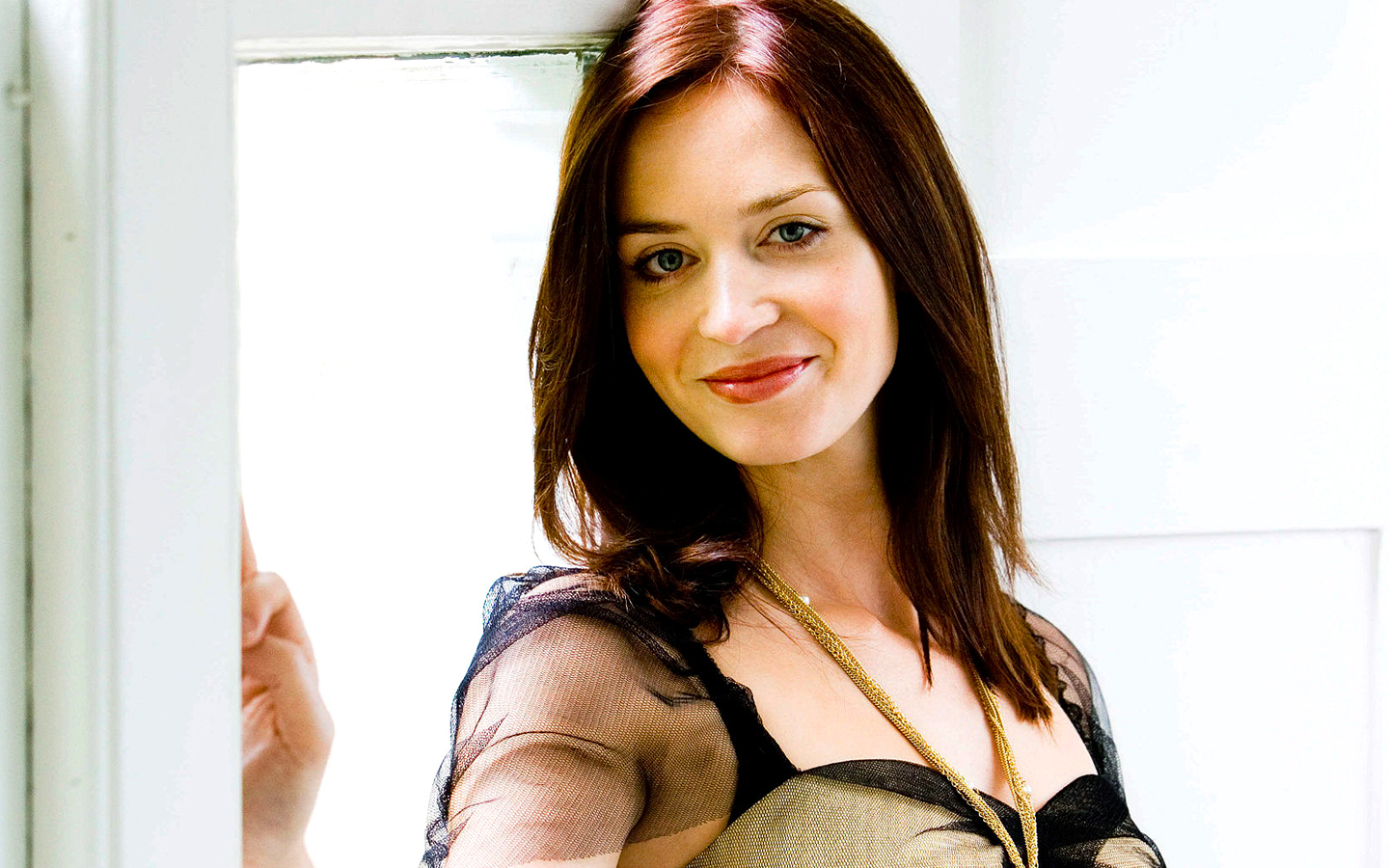 emily blunt hot hd wallpapers high resolution pictures