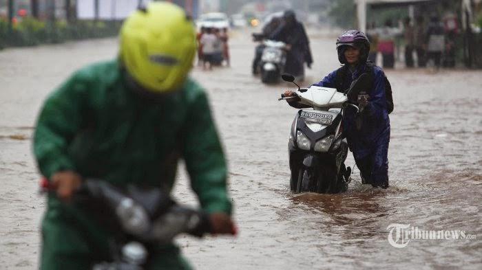Gambar Banjir Jakarta 2015 Bundaran HI