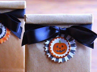 http://www.krisztinawilliams.com/2014/09/easy-diy-halloween-party-favors.html