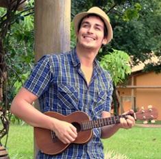 Cantor Rodrigo Falk lança seu primeiro clipe