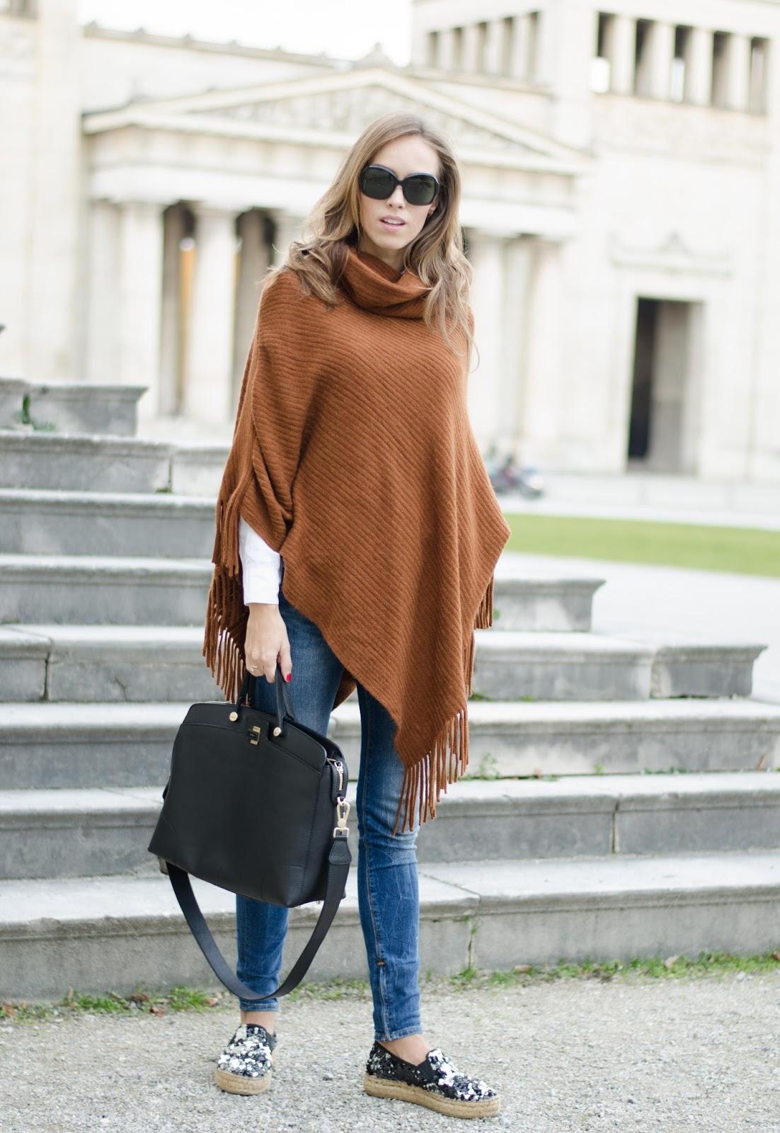 kristjaana mere brown cape poncho blue skinny jeans espadrilles fall trend