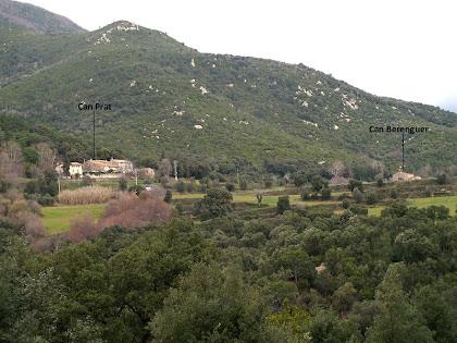 Can Prat i Can Berenguer des de prop de la Pedrera Meca