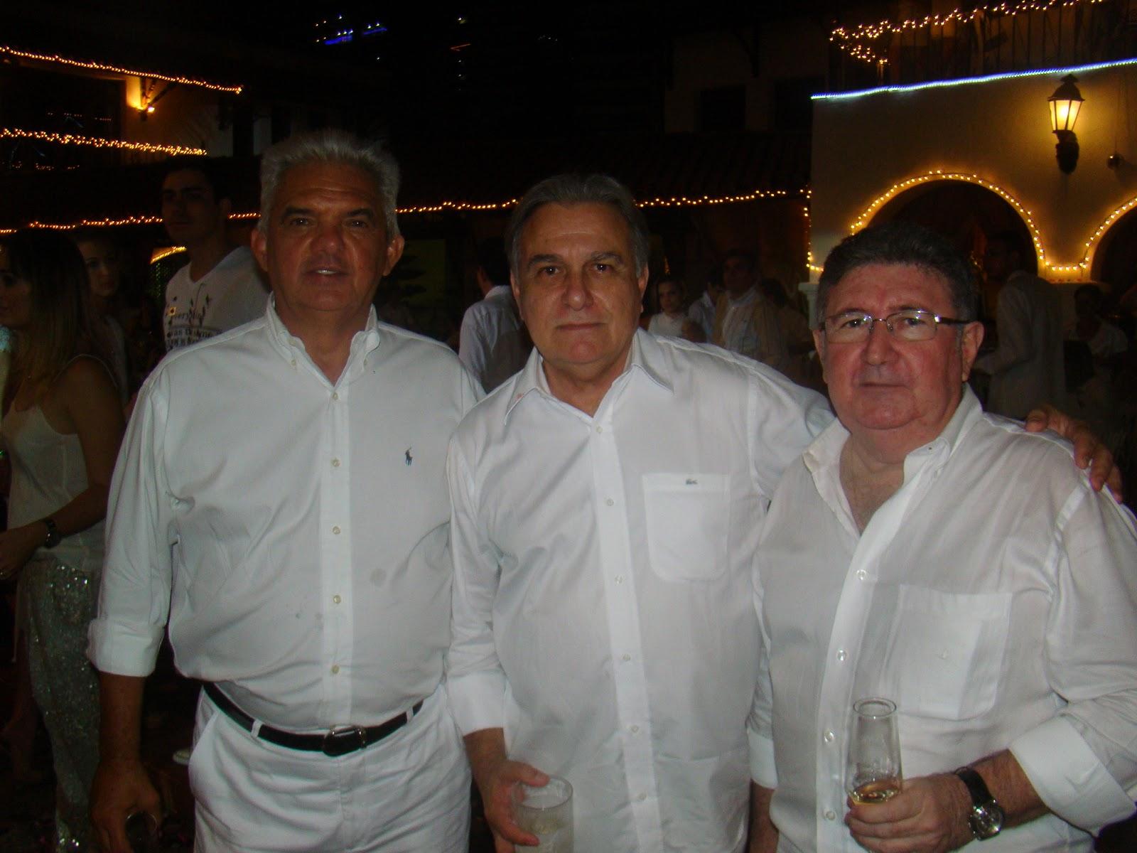 http://3.bp.blogspot.com/-Wt3tQop9cMs/Twi-vQ1-2DI/AAAAAAAAE54/GCCGUcPHcgs/s1600/11+-+Tales+de+S%25C3%25A1+Cavalcante%252C+Armando+Campos+e+Humberto+Cavalcante.JPG