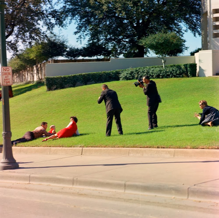 Aftermath-In-Dealey-Plaza-After-JFK-Was-